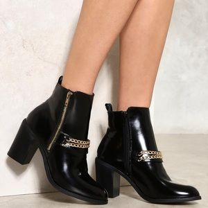 Black bootie with gold chain